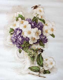 Ваза с цветами жасмина