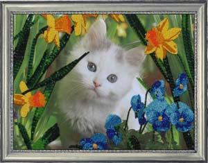 Котенок в цветах набор вышивки бисером