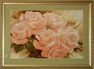 - Вышитая картина Королева цветов